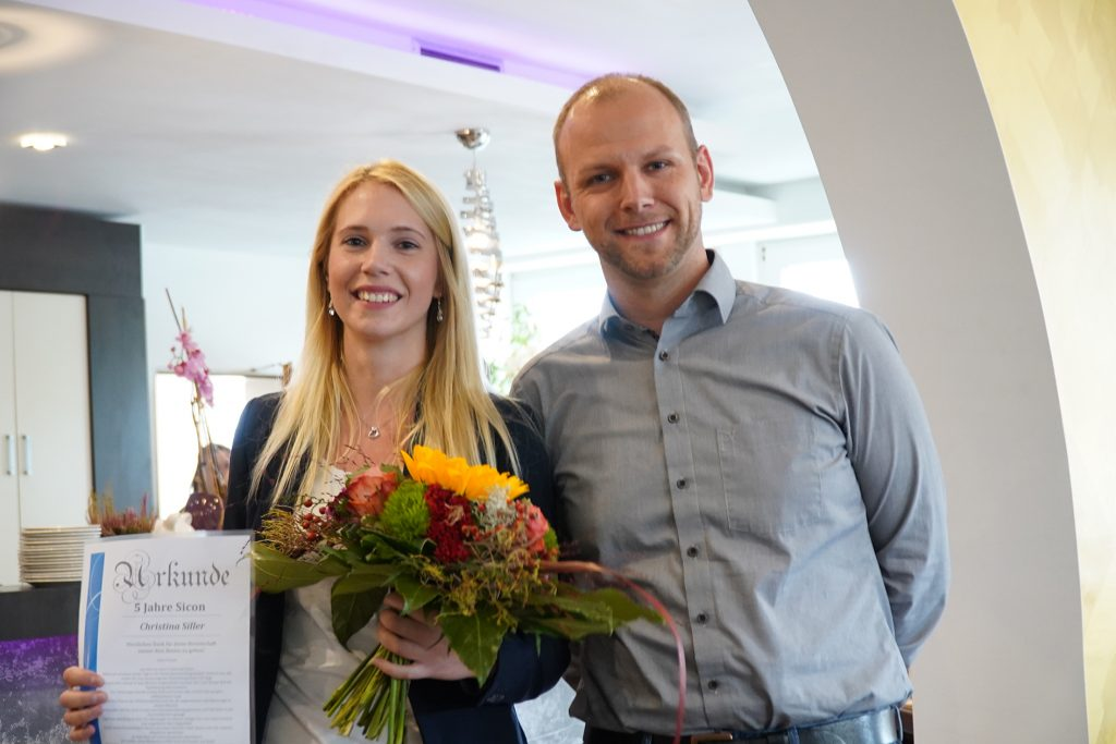 5-jähriges Dienstjubiläum -  Firma Sicon gratuliert Christina Siller und bedankt sich für ihr Engagement und für die gute Zusammenarbeit.
